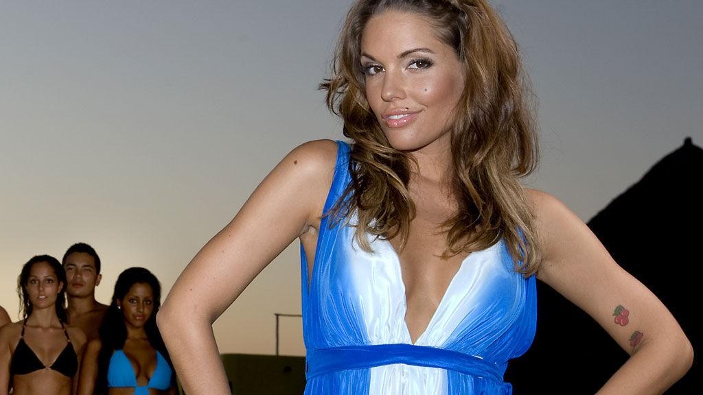 VAKKERT: Samtlige kjoler Triana bruker som programleder på Paradise Hotel er signert norske Leila Hafzi.