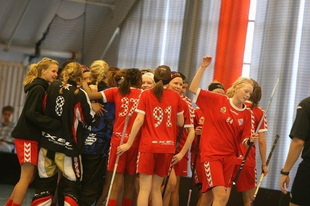 Jubel: Henriette Knudsen (høyre) og de andre Sveiva-jentene jubler etter at finaleplassen er sikret.
