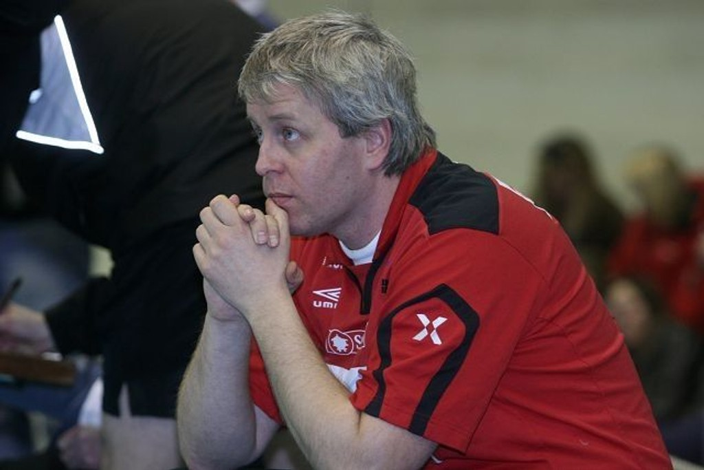 Trener Tommy Skjelstad er glad sesongen er over for BSKs håndballdamer.