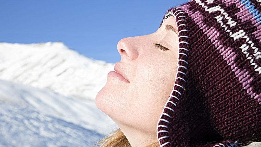 PÅSKESOL: Husk å beskytte både hud og øyne mot de sterke UV-strålene i påsken.