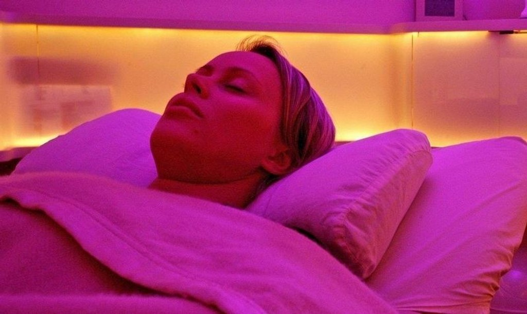 SOV GODT, KJÆRE ARBEIDER: Ifølge grunnlegger av søvnsenteret YeloCab, Nicolas Ronco, er det nå mer akseptert å sove i arbeidstiden, fordi bedriftene ser at det gir mer tilfredse, effektive og sunne arbeidstakere.