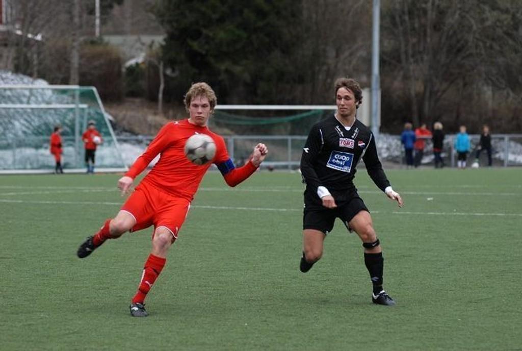 Full kontroll: Røa-kaptein Christian Petersen (t.v.) fikk en fin start på sesongen med tre poeng.