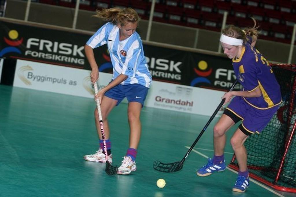 Bygdø/Monolittens Camilla Bergsmark (venstre) mot Tunets Susann Biseth Michelsen var den store duellen i finalen i Sparta Amfi.