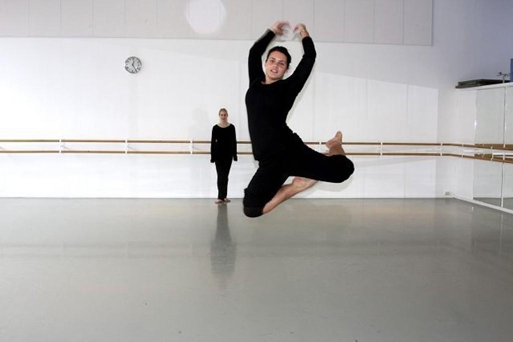 18 elever ved balletthøgskolen danset høyt og lavt, tirsdag, denne uken. FOTO: JULIE MESSEL