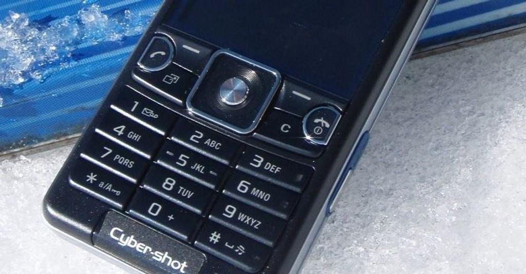 BACK TO BASIC: Kameraet er bra, men ellers er Sony Ericsson C510 en utpreget uspennende telefon.