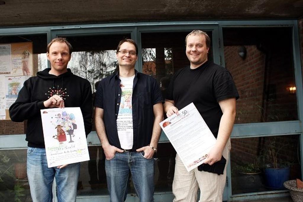 (F.v.) Lars Kristian Gjone, Asle Rossavik og Bjørnar Nome ønsker velkommen til jubileumsuke i Lambertseter kirke.