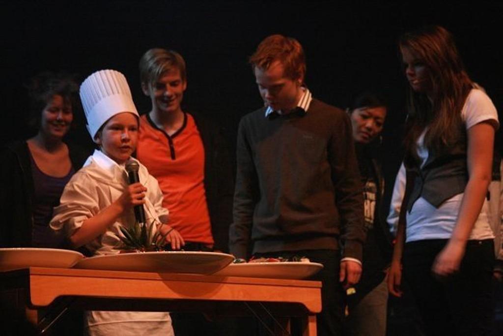 Daniel Sandås på scenen.