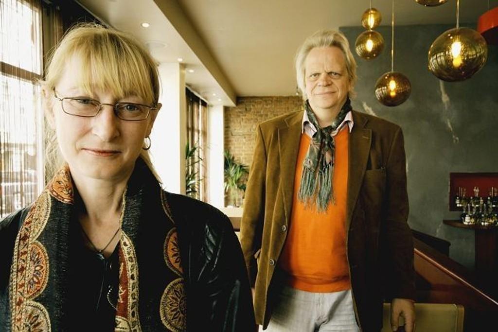 Anders Ribu og Kari Bunæs inviterer til poesikveld. FOTO: HEGE BJØRNSDATTER BRAATEN