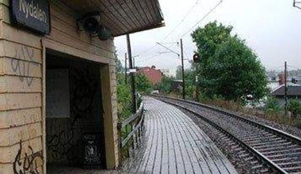 Nydalen stasjon er moden for utskiftning. I juni starter arbeidet med å gjøre den ny. FOTO: JERNBANEVERKET