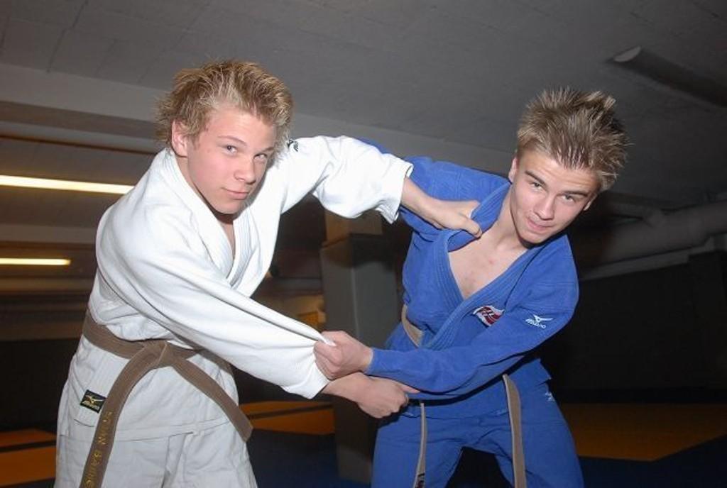 Stian Bakken (t.v.) og Simen Aas trener sammen hos Norsk Judo- og Jiu-jitsu Klubb på Haugerud. Nå skal begge til ungdoms-OL.