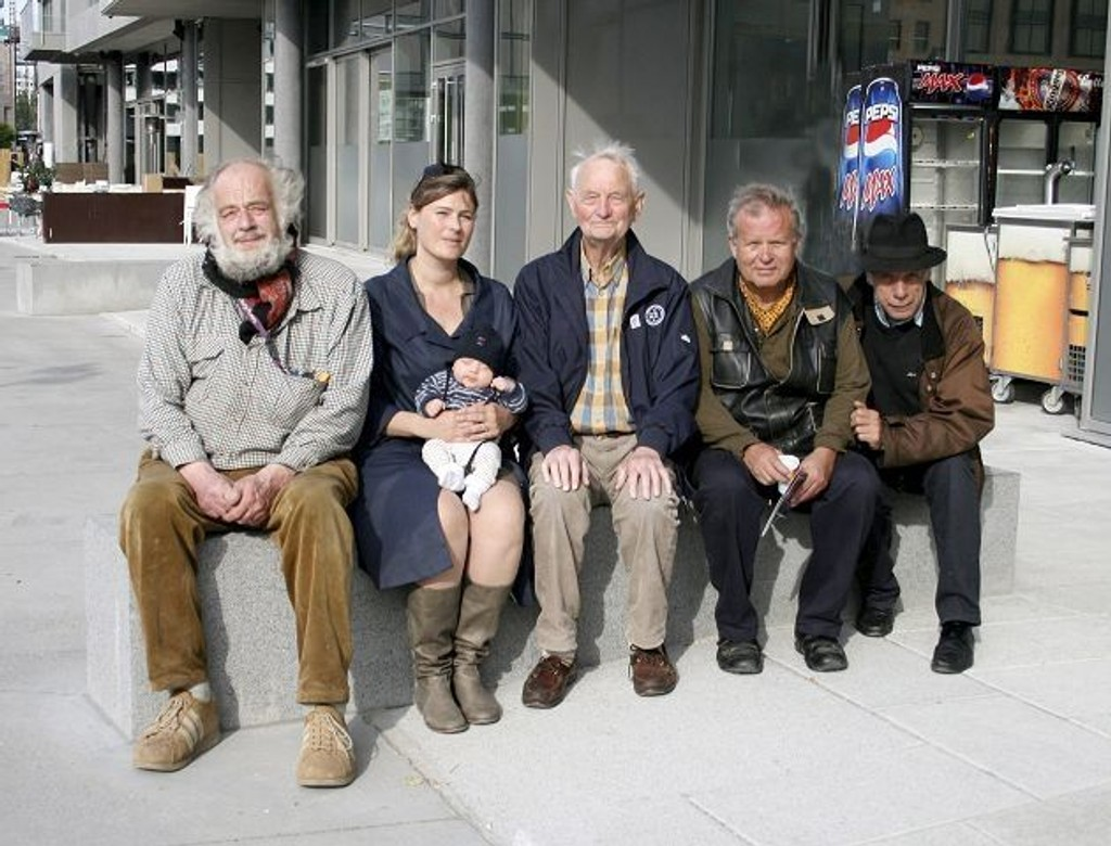 Marius Hauge (f.v), Camilla Dahl med fire uker gamle Max, Odd Tandberg, Ulf Valde jensen og Harald Medbøe.