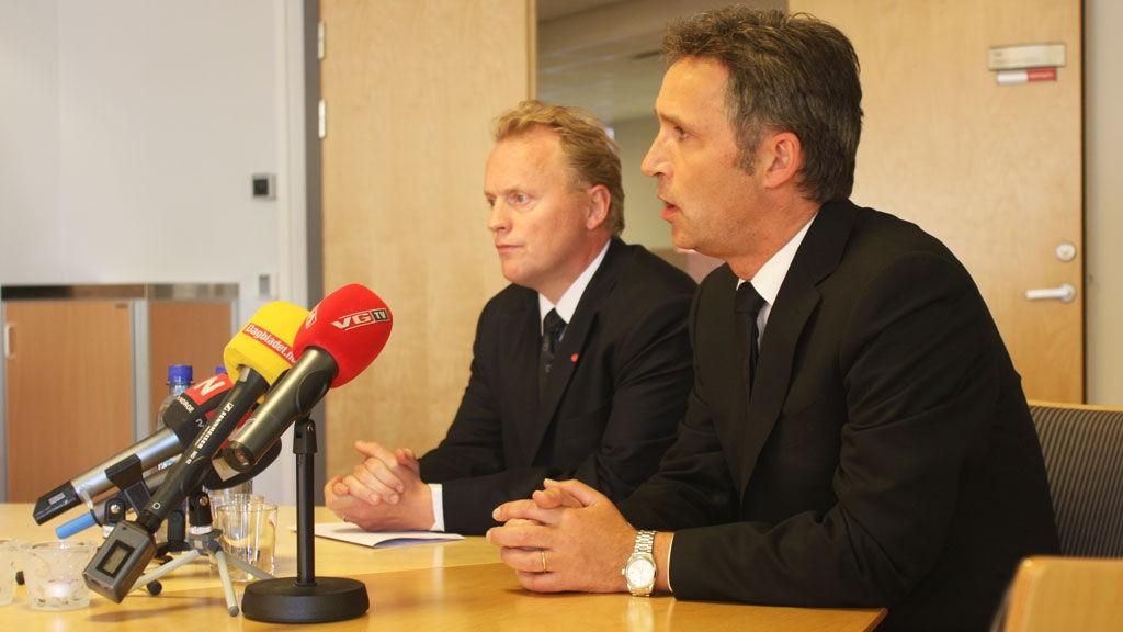 Jens Stoltenberg og Raymond Johansen på pressekonferanse i forbindelse med Haakon Lies bortgang