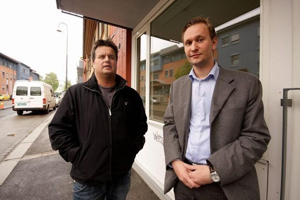Frps Kjell Johansen (t.v.) og Roy Hammerø frykter at Bydel Gamle Oslo har for strenge regler for tildeling av sykehjemsplasser.