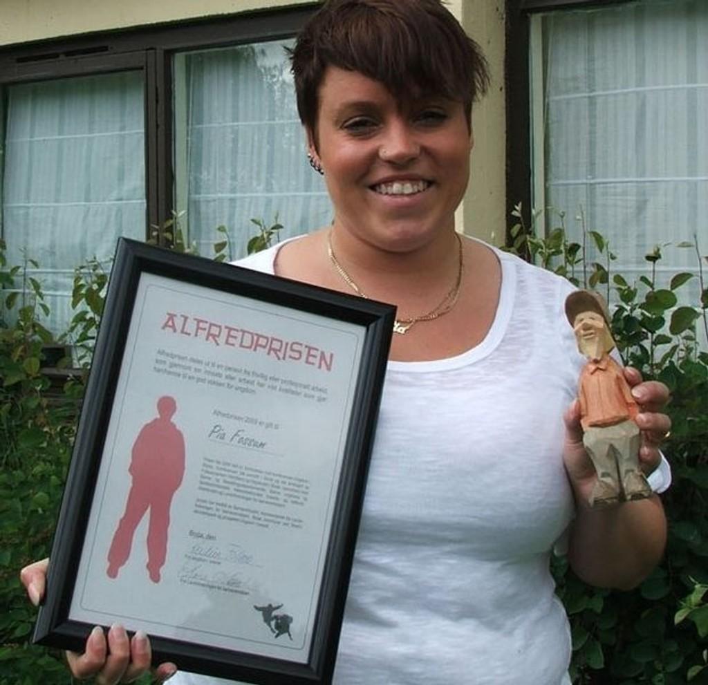 En stolt og glad Pia Fossum med sin Alfred-pris.