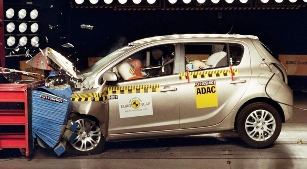 SIKKER: Lille og rimelige Hyundai i20 bekrefter at også koreanske bilproddusenter nå bygger sikre biler.