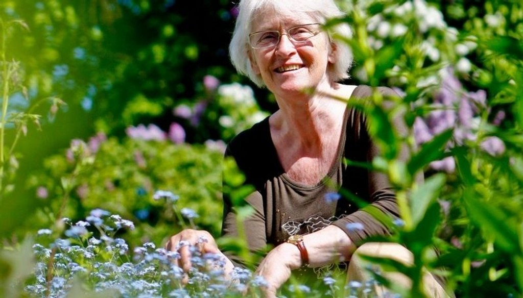 GLADE MINNER: Ville blomster i hagen minner om barndommens enger, mener Madeleine von Essen.