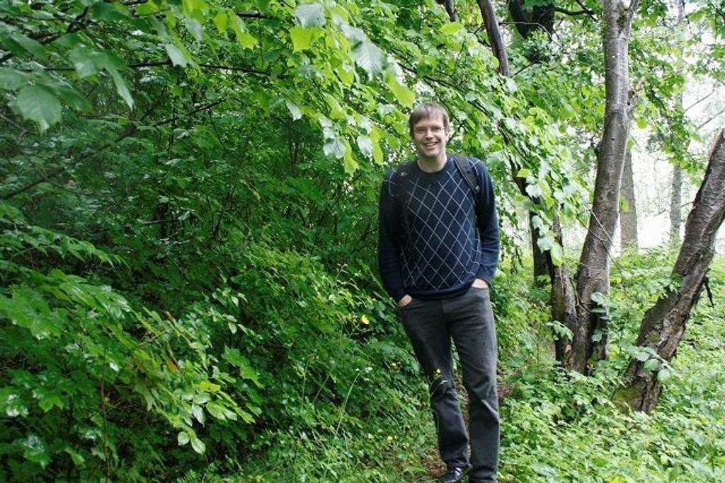 Bjørn Revil har tråkket seg gjennom Østmarka. Nå er han aktuell med «Østmarksguiden» hvor han presenterer rundt 35-40 turer for store og små. Foto: Kristin Trosvik