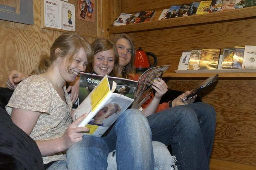 Konkurranse: Lise Weltzien, Sara Brækkan og Jørgen Eriksson Midtbø startet ungdomsbibliotek på Bøler i 2006. Nå oppfordres lokale ungdommer til å bli med på konkurranse. Arkivfoto: Marianne A. Solstad