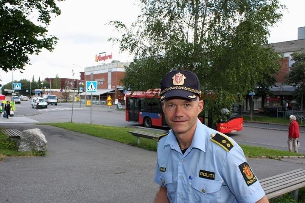 Fungerende stasjonssjef Trond Vennatrø forteller at Manglerud politikrets hadde færrest anmeldelser av ran i fjor. Han mener dette er et trygt område å vokse opp i.
