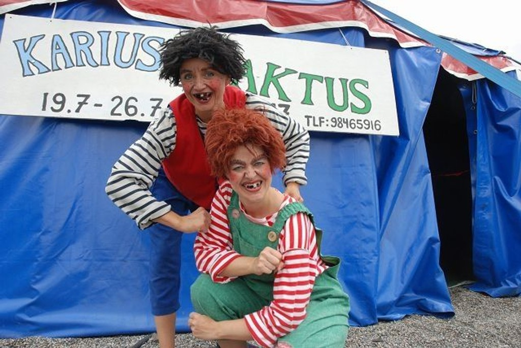 Karius (Camilla Belsvik) og Baktus (Elsa Aanensen).