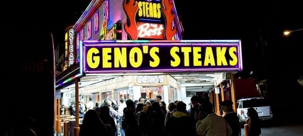 CHEESES: Cheesesteak er obligatorisk å få med seg når man besøker Philly. Geno's i South Philly er et soleklart alternativ. Men snakk engelsk!