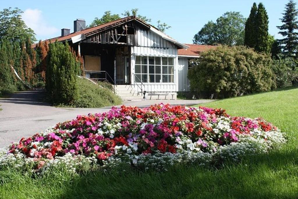 Kirkegårdskontoret på Nordstrand flyttes, men selve bygningen skal istandsettes etter brannen natt til 1. mai.
