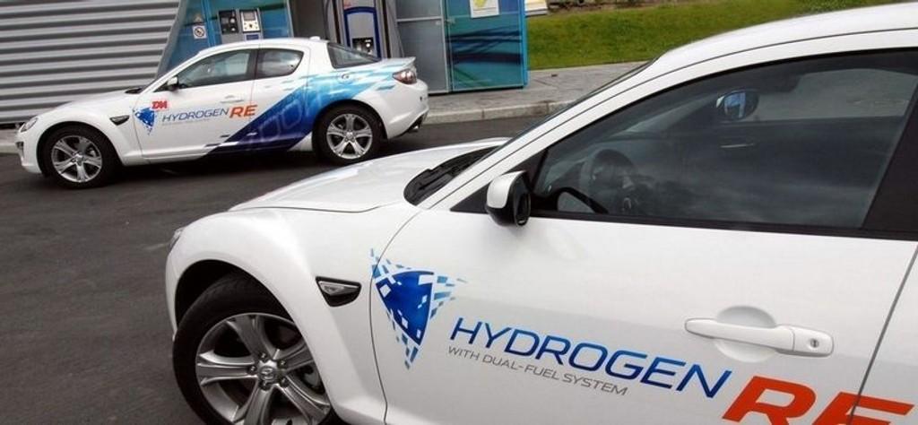 "KLAR FOR NORGE: Dette er verdens første ""serieproduserte"" hydrogenbil som Mazda tilbyr norske kunder på treårig leasing."