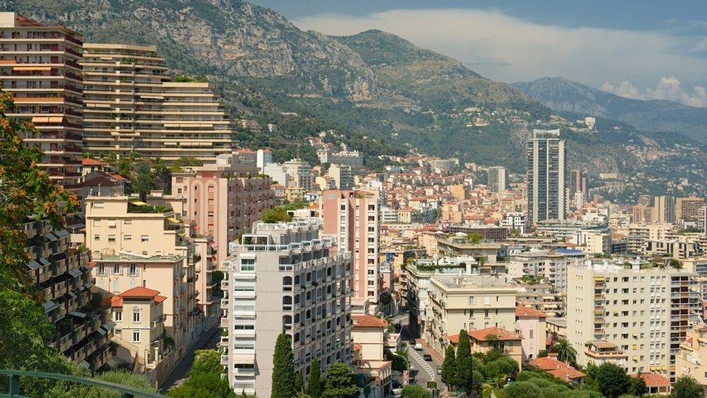 DYREST I VERDEN: Nærheten til sjøen og ingen skatt gjør Monaco til verdens dyreste by å kjøpe et hjem i. For prisen av tre kvadratmeter i jetset-landet kan du få en liten leilighet i Oslo sentrum.