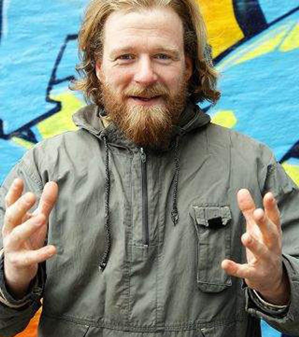 Petter Schjerven jakter på sjelen til de politiske partiene under høstens valg. FOTO: NRK