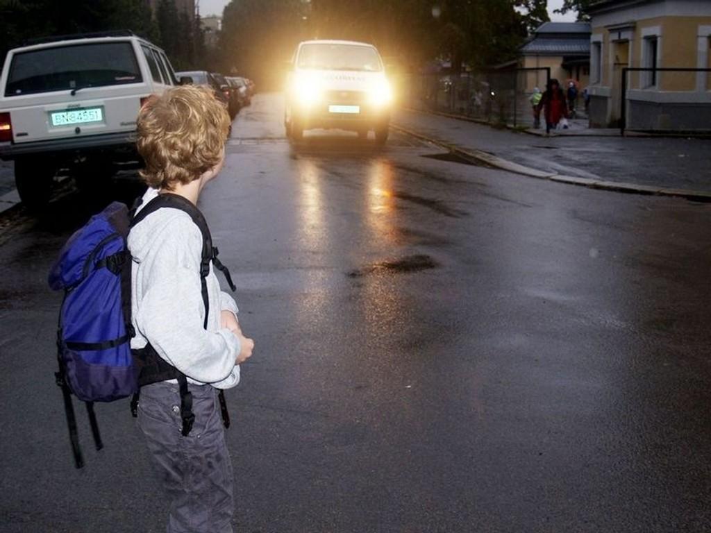 Flertallet av Oslos befolkning ønsker kjøreforbud rundt skolene.