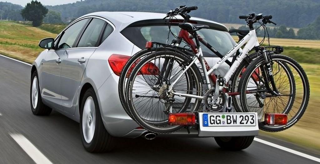 FLEX FIX: Astra vil kunne leveres med innebygd sykkelstativ, kalt FlexFix Bike Carrier. En fleksibel løsning for sykkelgale nordmenn. FlexFix trenger ingen montering eller demontering.