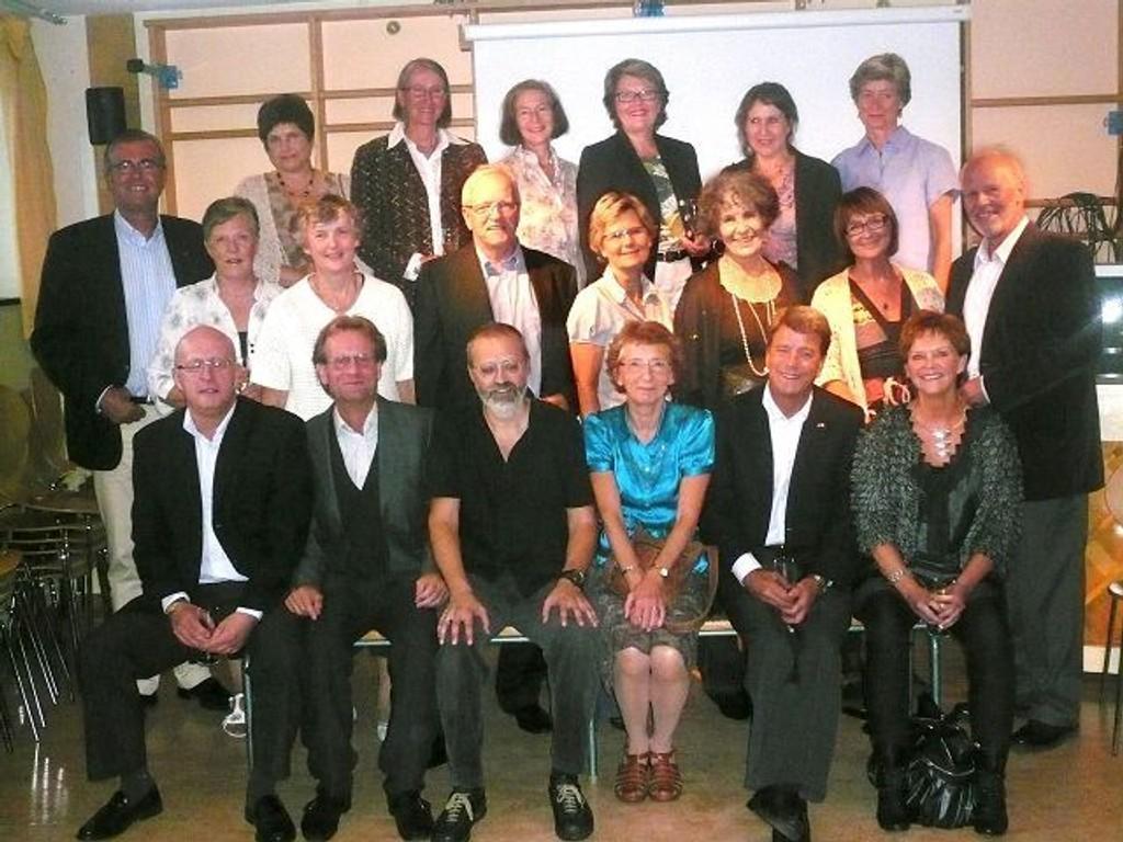 50 år etter stilte 21 av 26 opp til fest på Voksen skole.