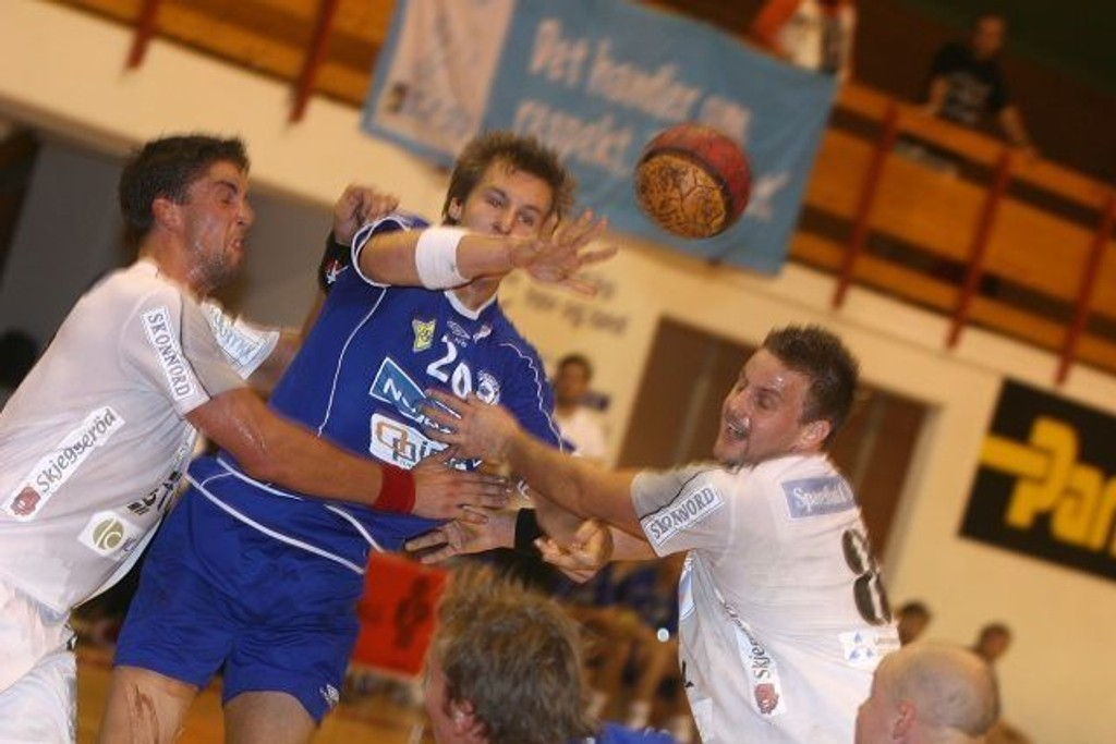 Christian O´Sullivan spilte en kjempekamp mot Follo Hks Henrik Sverdrup Flack (venstre) og Anders Skiaker Myhra.