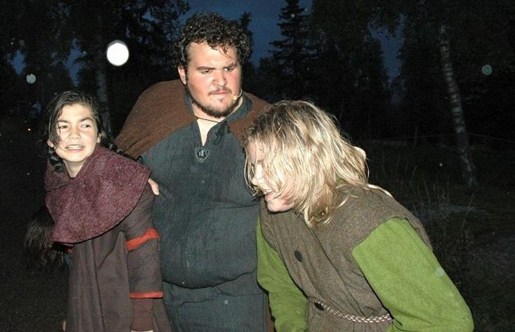regnet nesten bort på premieren torsdag kveld, men mange trosset været og fikk med seg stemningen! Foto: Anders Jørstad
