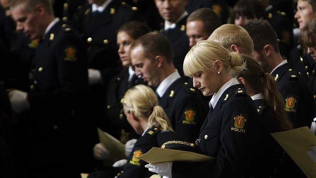 Uteksaminerte studenter fra Politihøgskolen samlet i Oslo Rådhus under utdelingen av avgangsvitnemål i 2009.