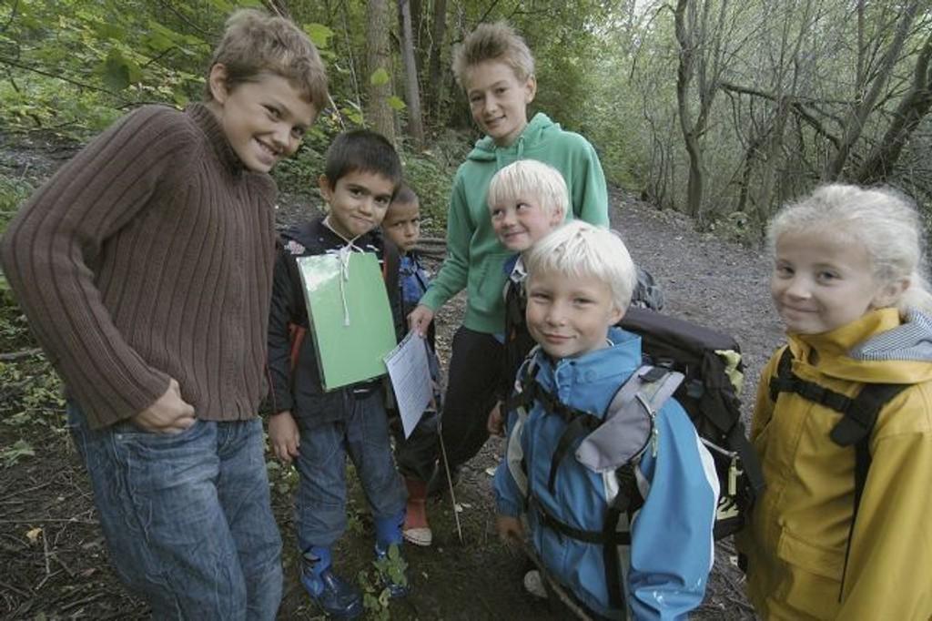 Elevene koste seg med natursti og poster. FOTO. ELISBETH C. WANG