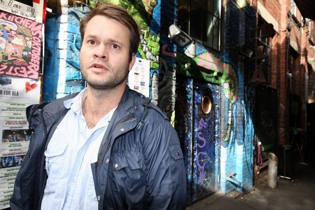 Booking-ansvarlig Einar Idsøe Eidsvåg på utestedet Blå lever i håpet om at byrådet snur og likevel støtter Blå. Vippe-Venstre lover drahjelp.