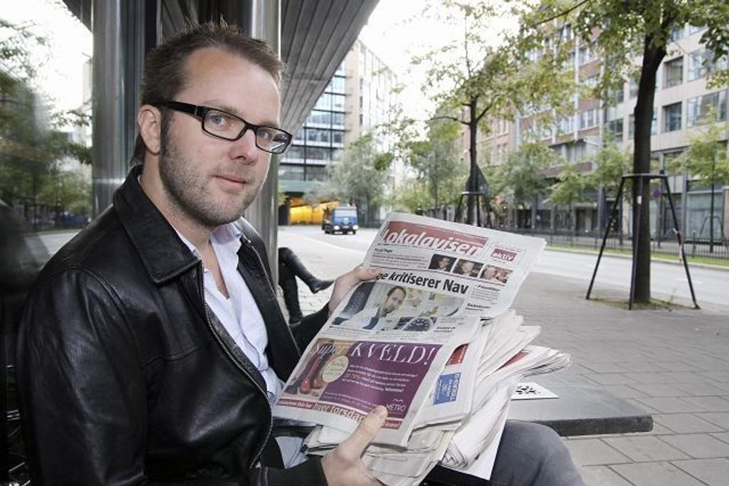 Anders Finslo har finkjemmet ti utgaver av Lokalavisen Groruddalen for å se hvordan ikke-vestlige innvandrere blir representert i avisen. Foto: Anita L. Hanken.
