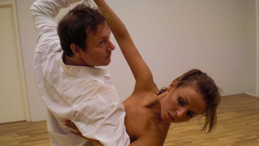 Nadya Khamitskaya bruker mye energi på å få Svein Østvik til å konsentrere seg.