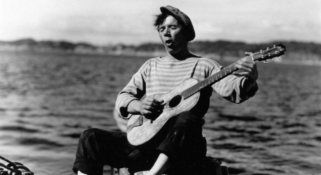 """KLASSIKER: Tancred Ibsens """"Fant"""" (1937) – med Alfred Maurstad i karakteristisk positur – er én av klassikerne som relanseres på DVD 14. oktober. (Foto: Nordisk Film)"""