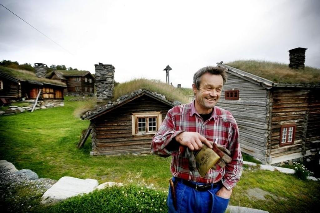 Valbjør gard har røtter i vikingtida, og vi ønsker å ta vare på gården ved å bruke den, sier Kai Valbjør, som i tillegg til sau, geit og evigvarende restaurering driver med helårs gårdsturisme.
