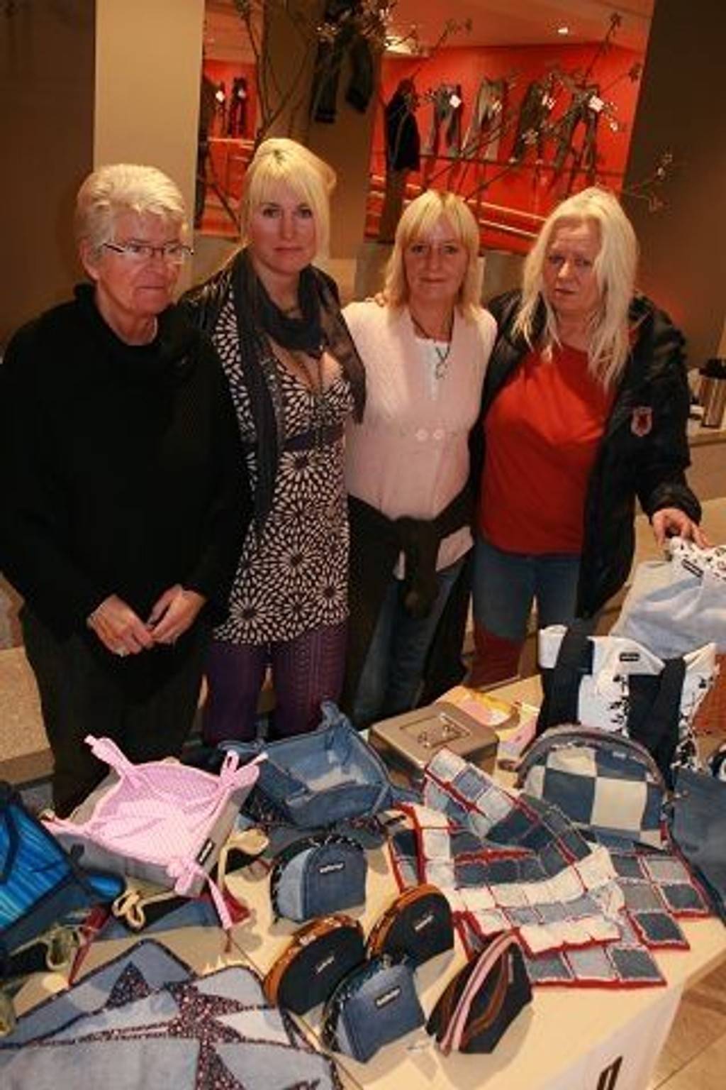 Damene i breDesign, (f.v.) Anne Moe, Hanne Merete Olsen, Hege Wierli og Jane Helen Moe Tangerud, gjør gamle olabukser om til nye, kvalitetssikre produkter.