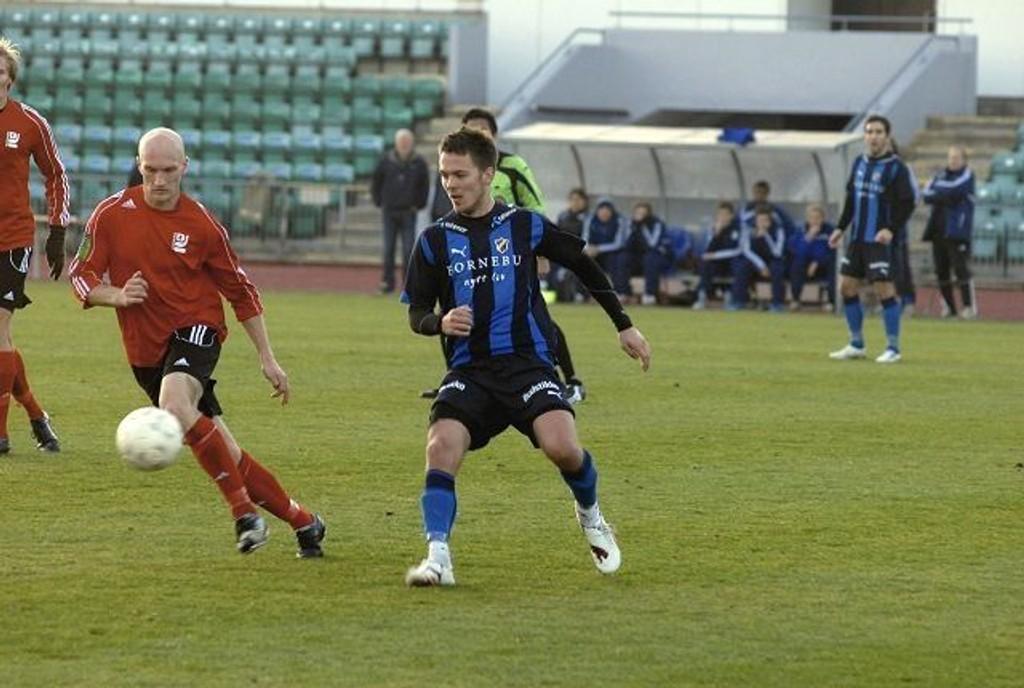 Martin Sandell (t.v.) og Kjelsås fikk juling av gode Palmi Palmasson og Stabæk 2 i mandagens kamp.