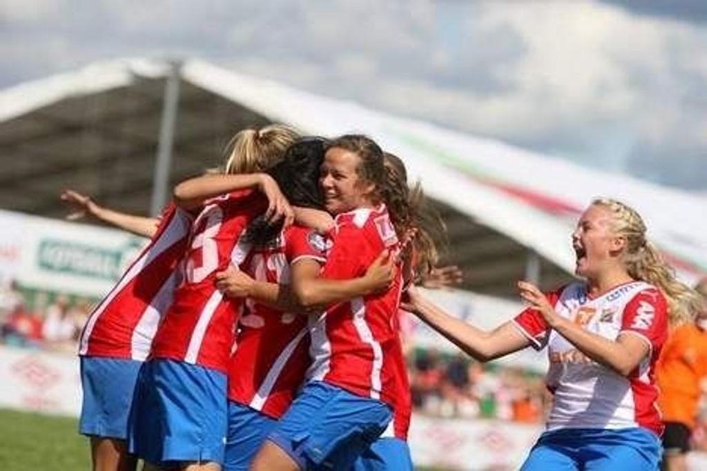 Finalejubel: Lynjentene var i flytsonen da de vant Norway Cyp i sommer, klarer jentene å gjenta suksessen i NM-finalen på Nadderud til søndag? Arkivfoto: Arild Jacobsen