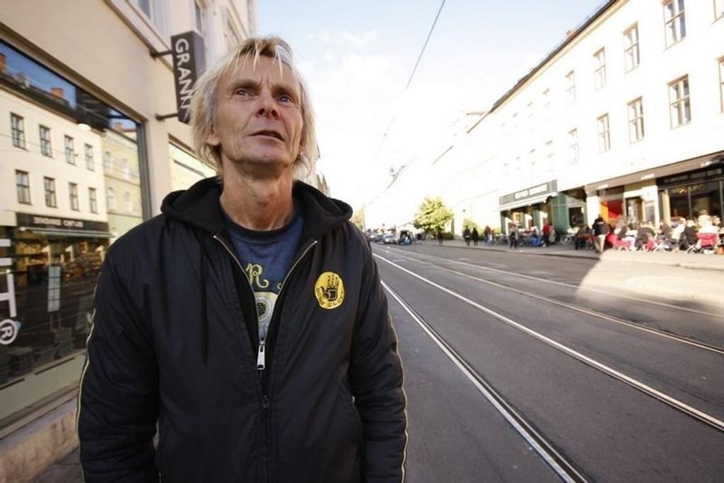 """Trond Ingebretsen er vokalist og låtskriver i Bjølsen Valsemølle, kanskje aller mest kjent for låta """"Vålerenga kjerke"""". Nå er bandet plateklare igjen, og på mandag slipper de skiva """"Mohammeds Café"""". FOTO: HEGE BJØRNSDATTER BRAATEN"""