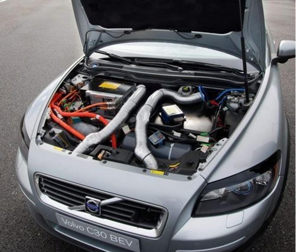 PÅ BATTERI: Volvos første rene elbil kan kjøre opp mot 150 km på hver opplading. (Foto: Øivind Skar)