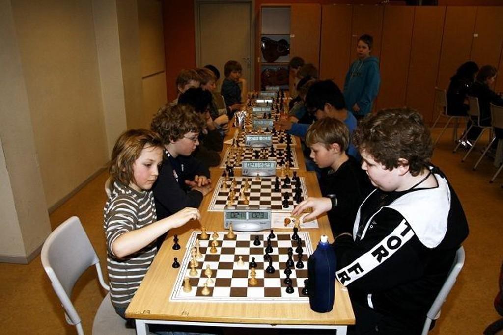 Sjakkinteressen lever i vårt distrikt. Her fra en turnering på Skøyenåsen skole. ARKIVFOTO