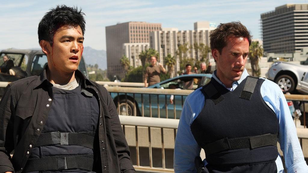 Demetri Noh (John Cho), Mark Benford (Joseph Fiennes) er midt i en biljakt da verden går av hengslene.