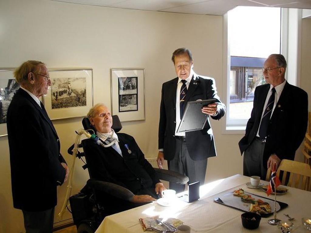 Ola Olsen ble sist uke hedret for sin innsats i Tysklandsbrigaden. Her sammen med Stein Rusten, Odd Stensrud og Noralf Olderskog fra Veteranforeningen.