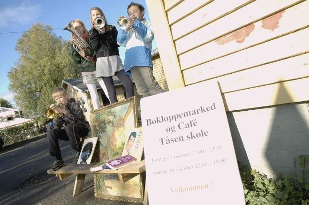 Thomas Korsnes, Ingeborg Kvalnes, Inga Oneida F. Dahl og Netaniel Mendel Phillipson inviterer til loppemarked for Tåsen skolekorps 17. og 18. oktober. Foto: Karl Andreas Kjelstrup